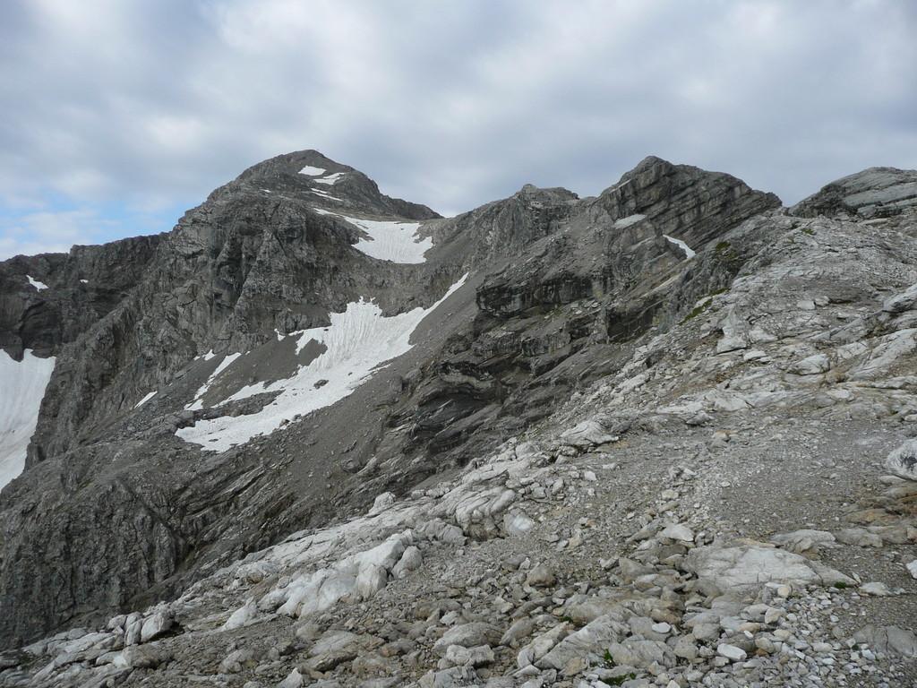 Über den Gratweg rechts,geht es weiter zum Gipfel der Braunarlspitze