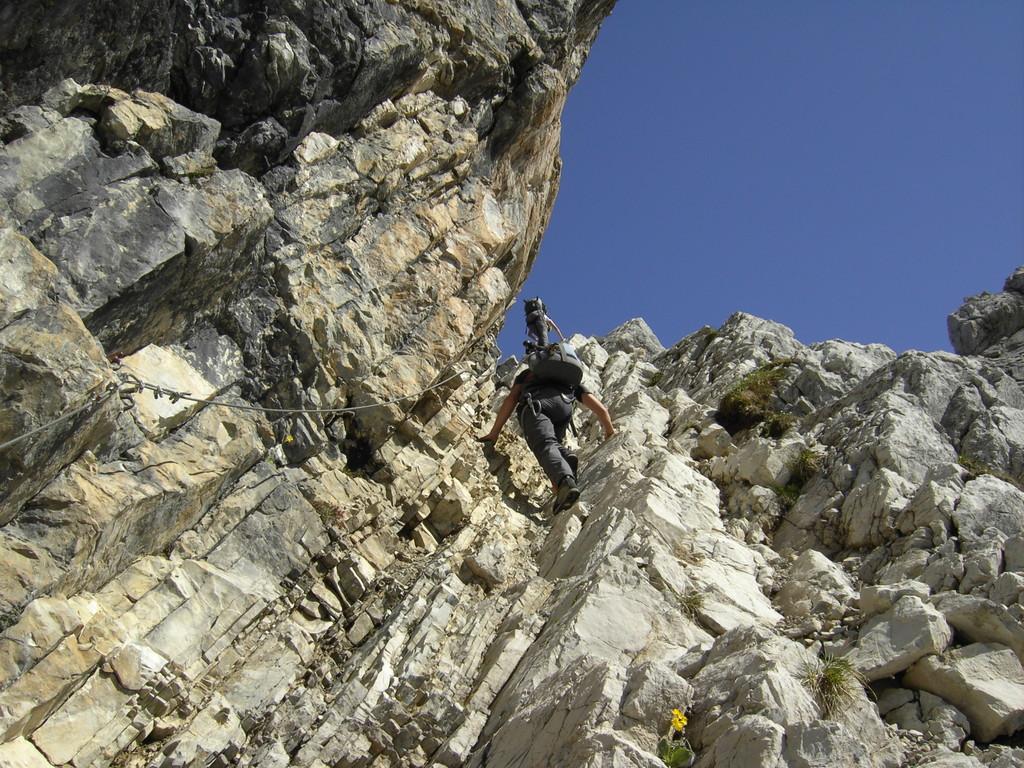 Abwärts über Felsbänder