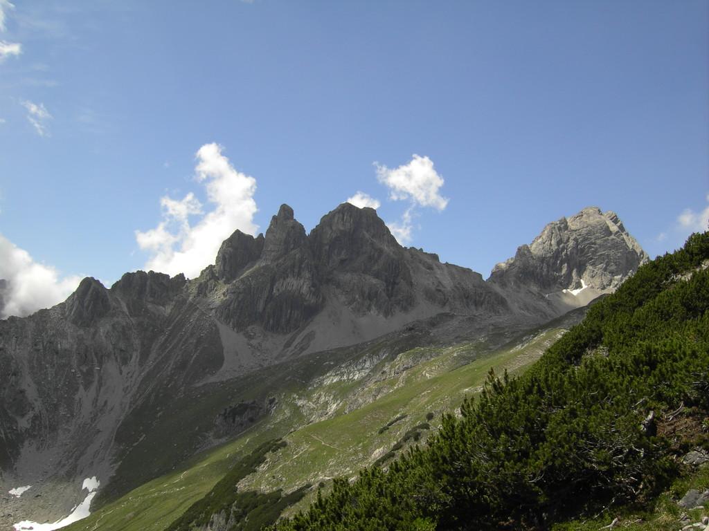 Rechts hinten:Der Große Krottenkopf