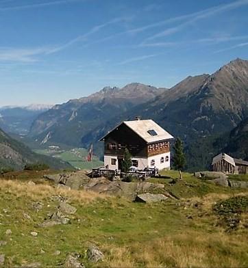 Hahlkogelhaus mit Blick ins Ötztal