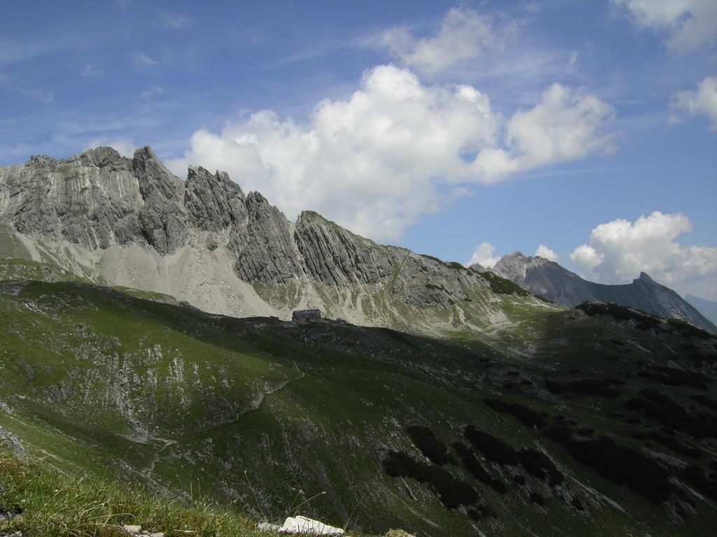 Ganz rechts die Rotwand vom Hermannskar aus gesehen