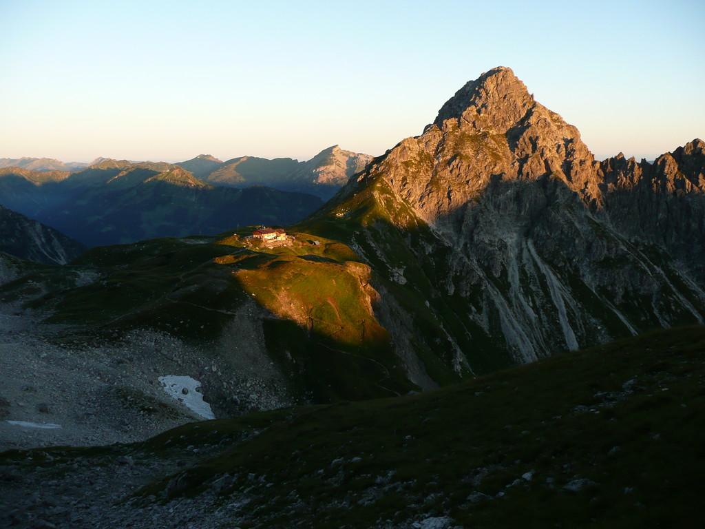 Fiderepasshütte im Morgenlicht