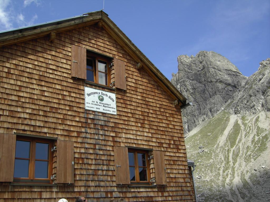 Hermann v.Barth Hütte mit Wolfebnerspitze