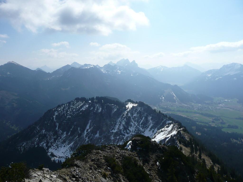 Blick zu Roter Flüh,Gimpel,Köllespitze und Gehrenspitze