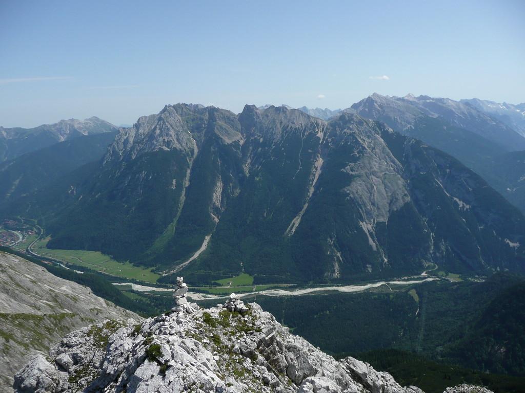 Blick zum Mittenwalder Klettersteig