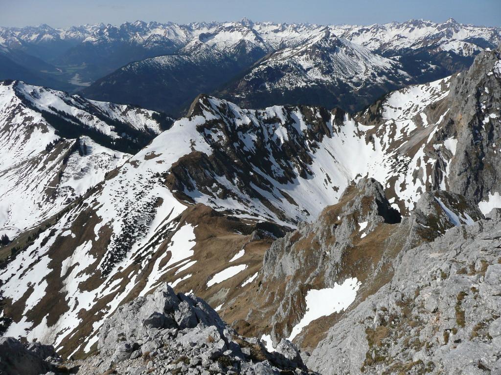 Blick auf die Schneidspitze mit Gehrenjoch