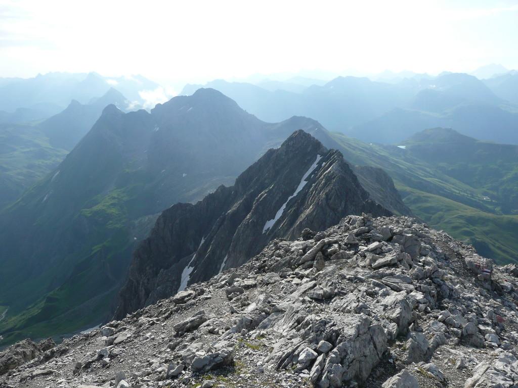 Blick zur Butzenspitze (Vorne) sowie Mohnenfluh undJuppenspitze