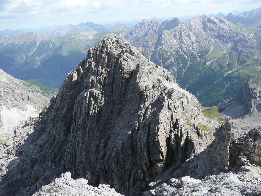 Blick auf die Kleine Leiterspitze beim Aufstieg zur Großen Leiterspitze