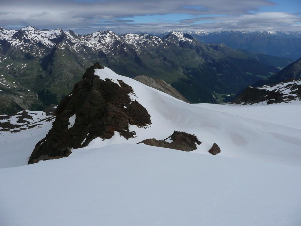 Blick auf den Gramsenferner,und im Hintergrund die Gipfel über dem Martelltal