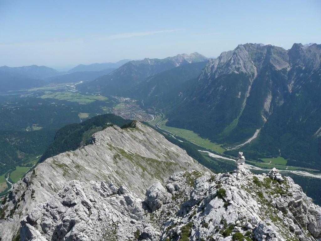 Blick auf Mittenwald und das Karwendel