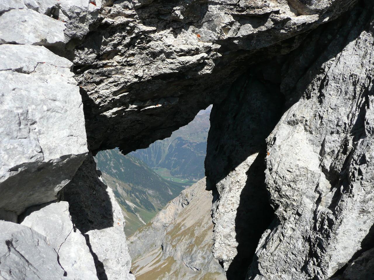 Felsenfenster am Weg