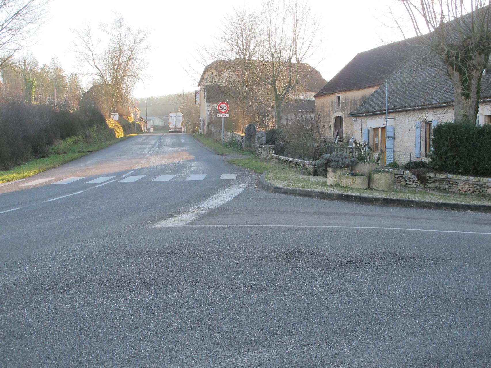 intersection  D50 en direction de de Carlucet