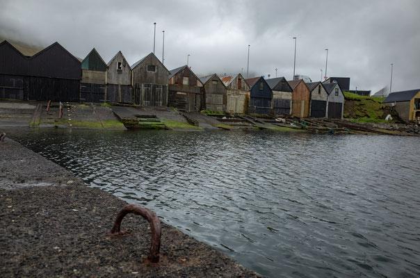Hafen auf der wenig belebten Seite von Klaksvik.