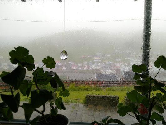 Stürmisch und regnerisch.