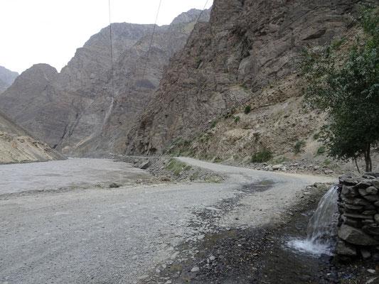 Trinkwasser war bisher nie ein Problem, gefasstes Quellwasser am rechten Bildrand