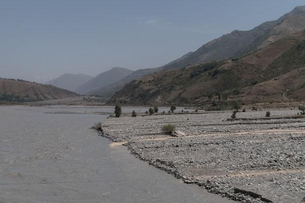 Flussdelta in Tavildara.
