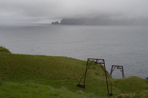 Das Material wurde früher wohl mit dieser Konstruktion über die Steilküste transportiert.