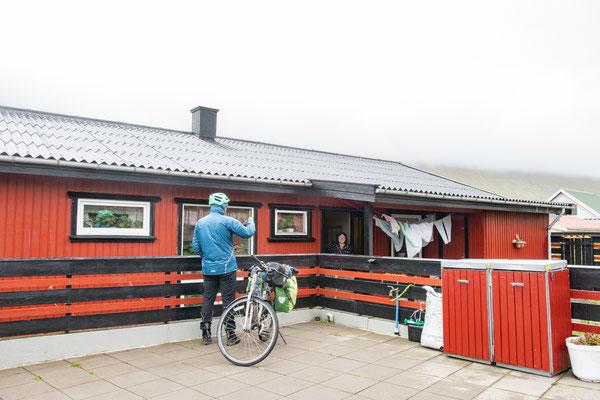 Verabschiedung von unserer netten Gastgeberin in Suðuroy.