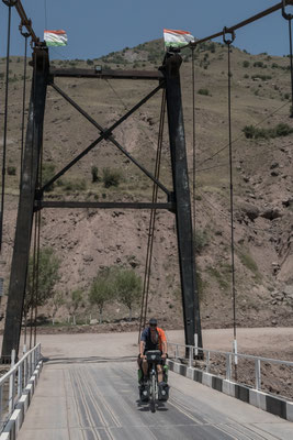 Brücke über den Obi Khingob nach Tavildara