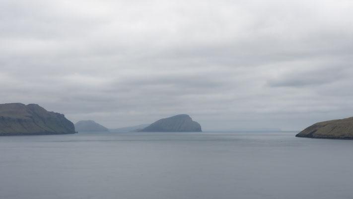 Blick auf die Inseln Koltur und Hestur (beide besiedelt).
