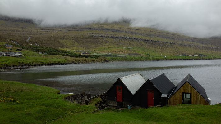Klaksvik liegt zwischen zwei Buchten.