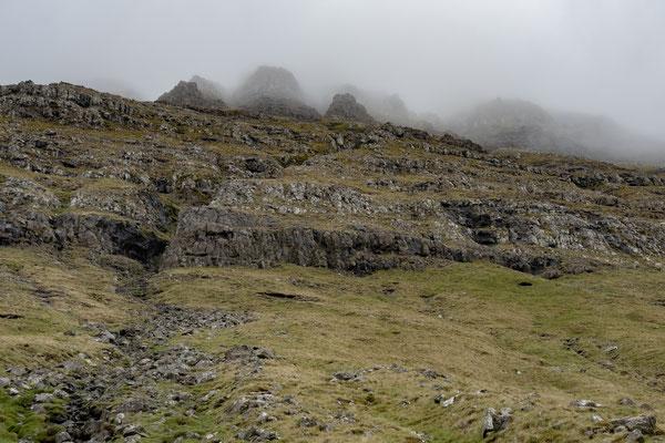 Bergspitzen im Nebel.