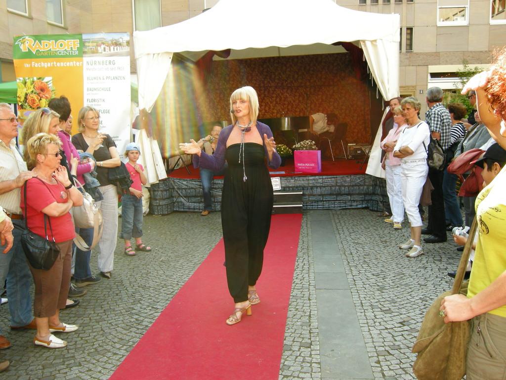 herzlich Willkommen zur Modenschau,, hallo Nürnberg