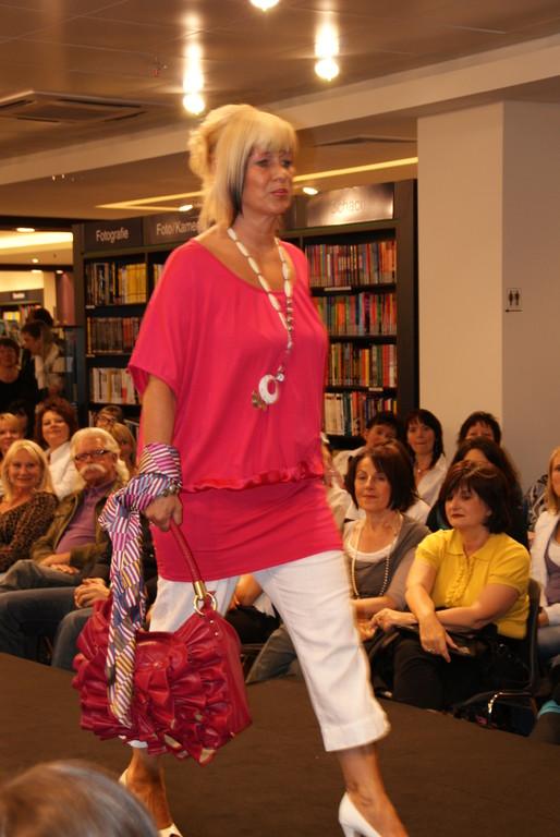 Linde in Pink,Tunika von S'nob mit weißer Hose