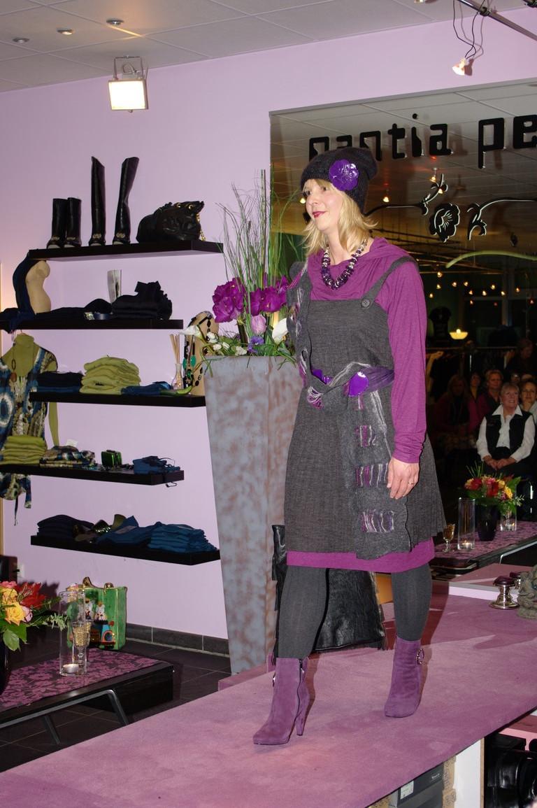 Silvia in grau und pflaume..winterlicher Trägerrock von Malvin