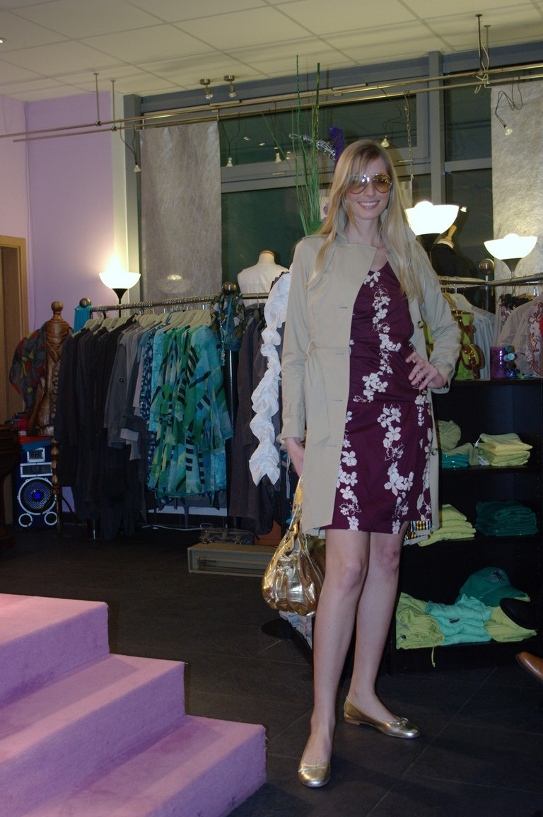 Vanessa präsentiert uns von Kookai ein Corsagenkleid