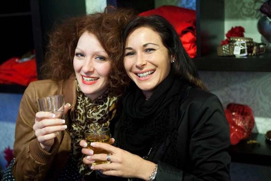 Sarah und Nadja,,,,sind schon gut drauf...lach