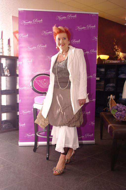 Karin Sch. in Stufenrock von Soleil mit Blazer von Summmum
