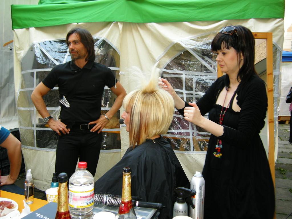 Horst und Yvonne beim stylen