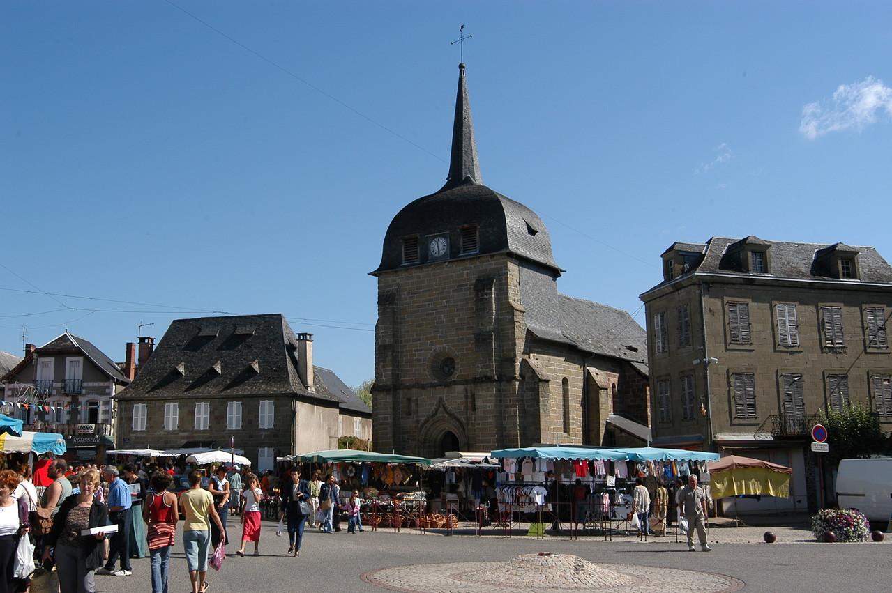 Marché Place de l'Eglise Objat (19)