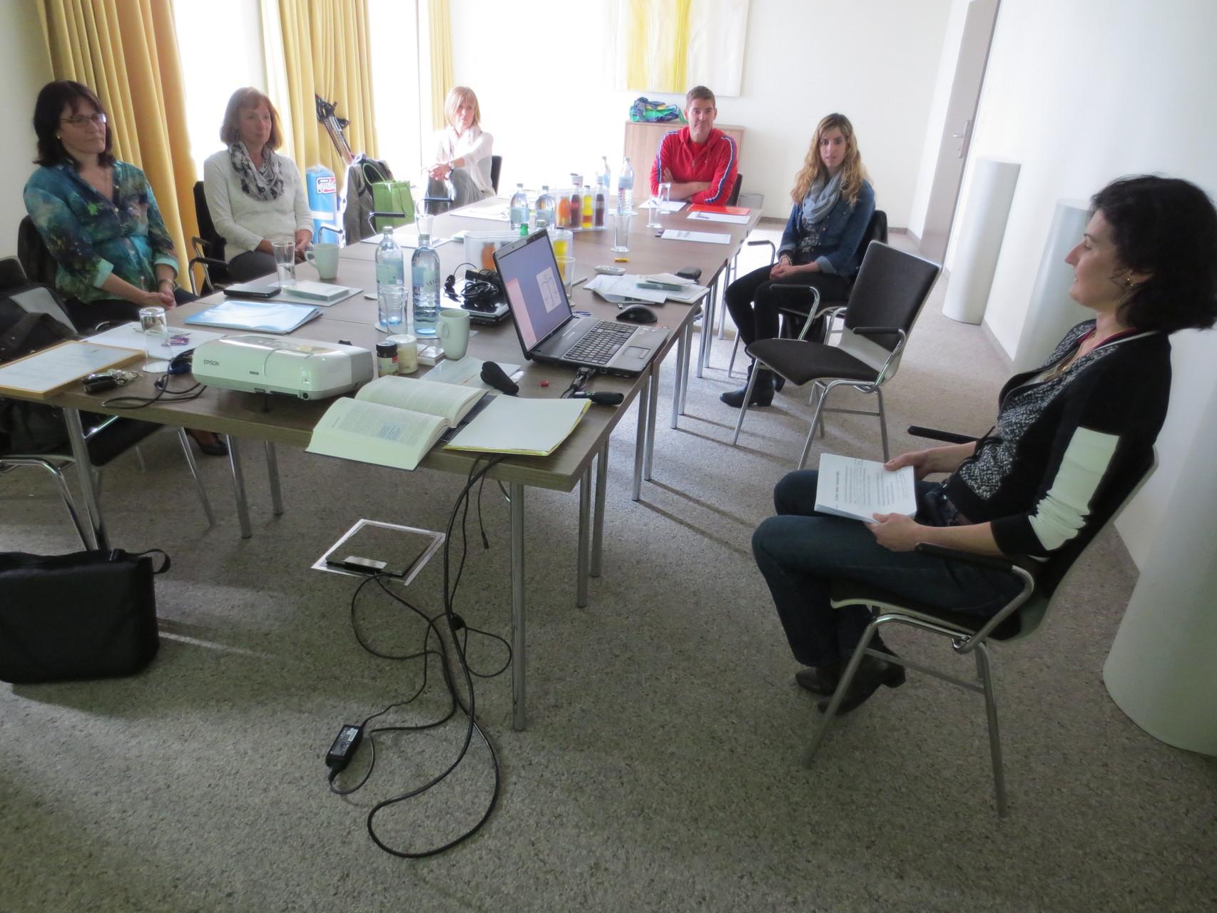 """Die anwesenden VDSV-Mitglieder folgen aufmerksam dem Referat von Lorena Laffranchini Bonanomi über den """"Säuren-Basen-Haushalt des Menschen"""""""