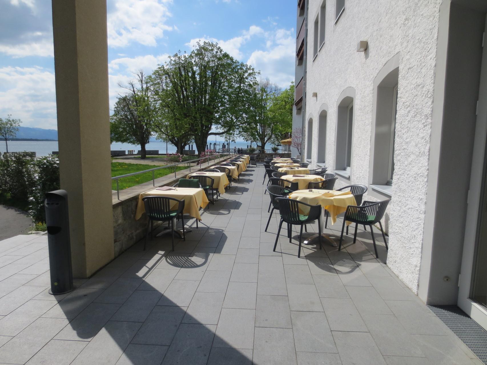 Terrasse Sentido Seehotel am Kaiserstrand im österreichischen Lochau