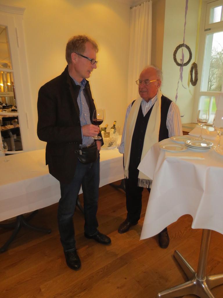 Auch Yves Bonanomi und Mario Fracasso (unsere HV-Gäste) unterhalten sich gerne in der angenehmen Umgebung