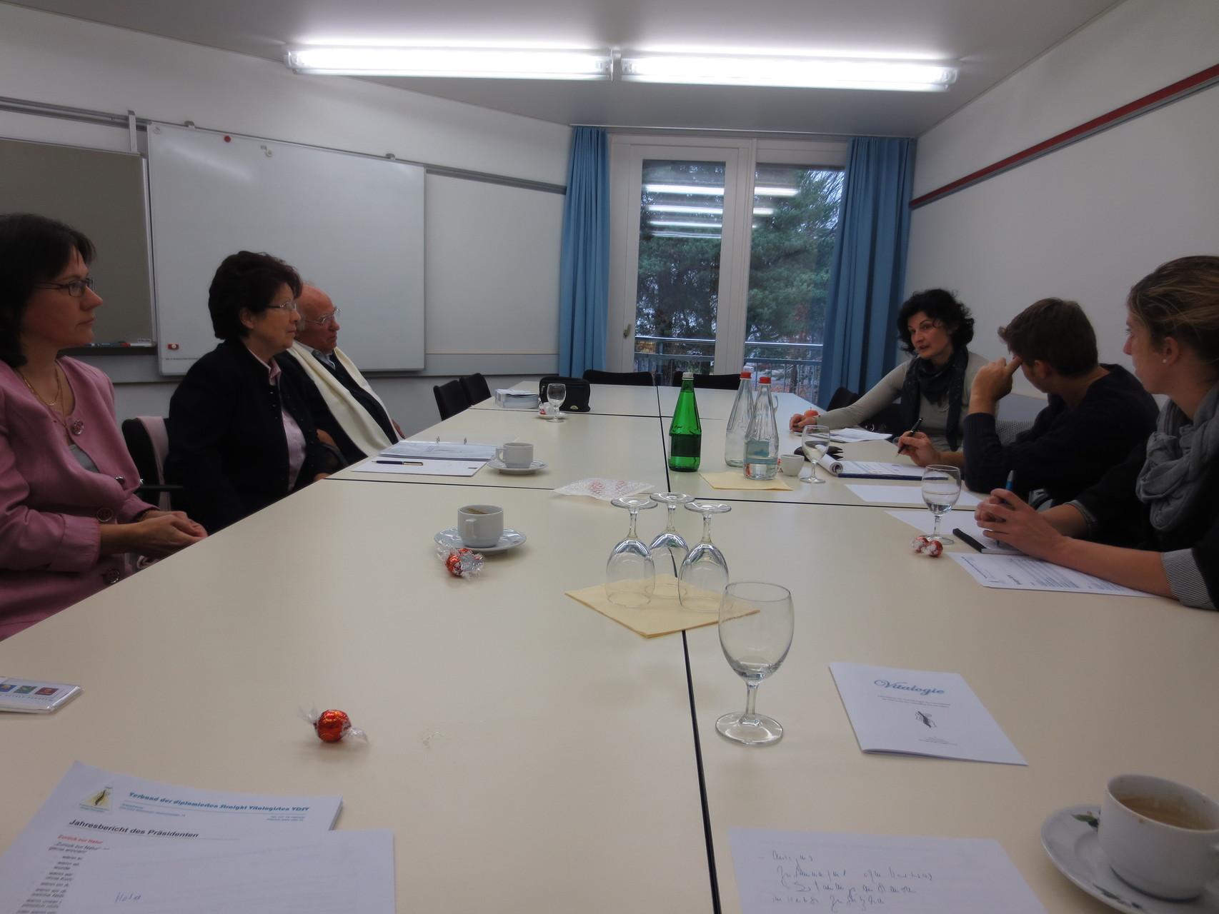 Vor der Sitzung (v.l.n.r.): Suzanne, Johanna, Mario, Lorena, Corrado, Sandra