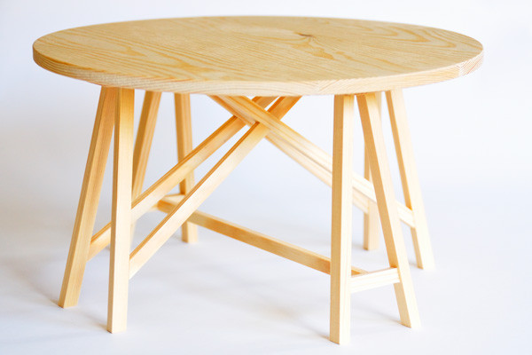 Prototipo de mesa redonda de caballetes