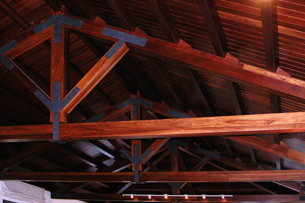 Roof with iroko trusses