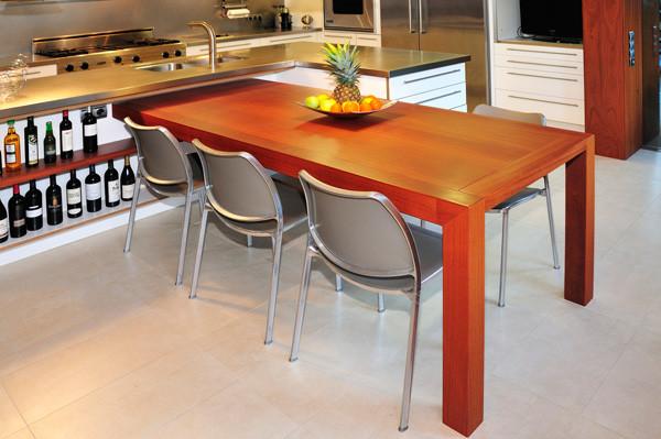 Mesa de cocina unida a isla