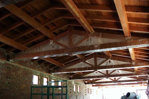 Montaje de tejado con cerchas