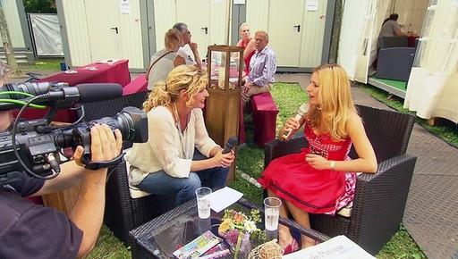 Vor dem Auftritt beim Pressefest in Chemnitz noch ein Interview mit Victoria Herrmann