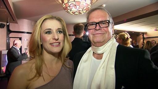 Beim 1. Deutschen Musikpreis trifft sie auch auf Musikpromoter Helmut Herrmann. Er hat sie für die Musicalbühne begeistert.