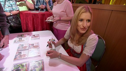 Autogammegeben gehört für Stefanie Hertel einfach dazu. Für ihre Fans nimmt sich die herzliche Blondine gerne Zeit.