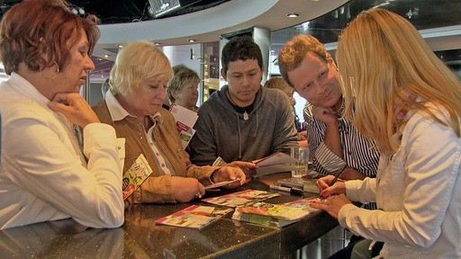 Zurück auf dem Schiff gibt es erst eine Plauderstunde und dann eine Autogrammstunde mit Stefanie.