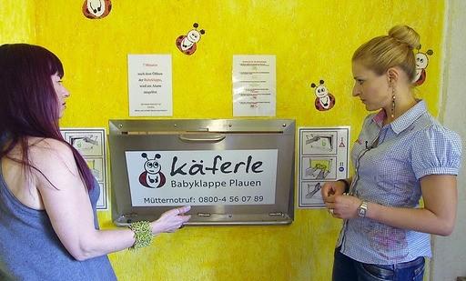 Stefanie trifft in Plauen Cathrin Schauer vom Karo e.V., die auch eine Babyklappe hat