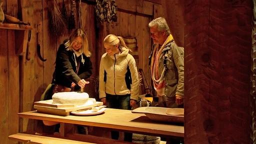 Auf den Lofoten besucht die Gruppe das Wikinger-Museum und kann hautnah erleben, wie es im frühen Mittelalter zuging.