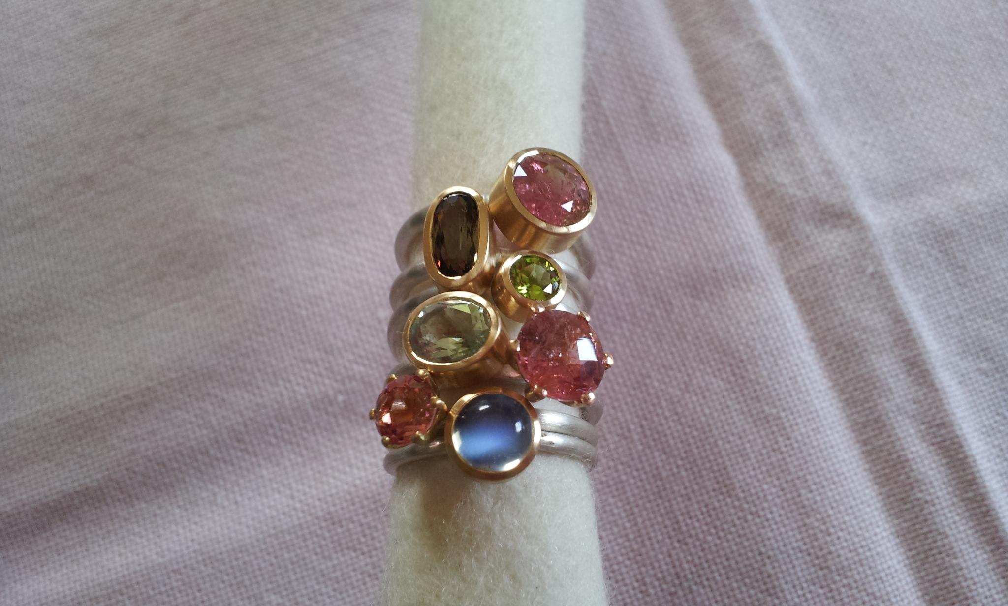 Ringe in Silber 925 und Gelbgold 750 mit Turmalin, Andalusith, Peridot, Grossular, Monstein...