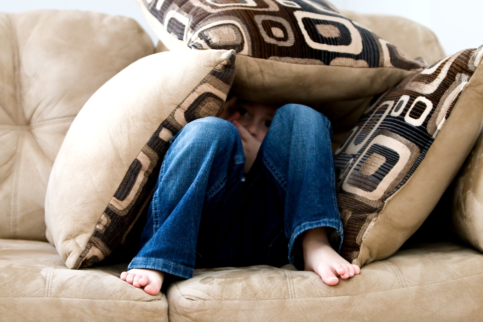 Wenn ein Kind Angst vor anderen Kindern hat kann das für die gesamte Familie belastend sein